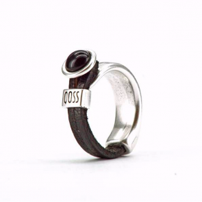 Ring Gwen zwart leer met antraciet/zwarte bolle steen
