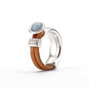 Ring Gwen naturel leer met grijsblauwe bolle steen