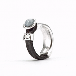 Ring half leer Gwen zwart met grijze bolle steen